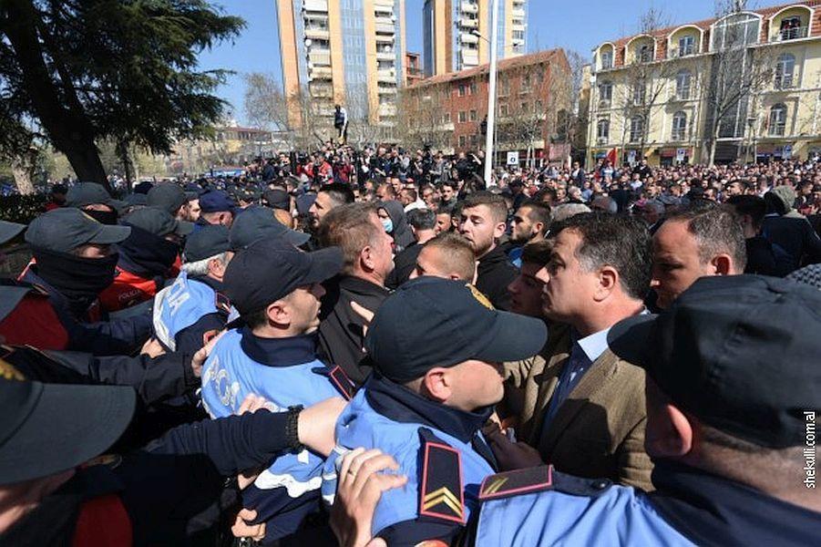 تظاهرات ضدو دولتی در آلبانی