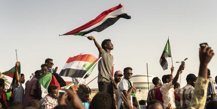 تداوم تحصن معترضان سودانی و انتظار برای نتایج سومین نشست