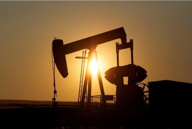 بی اعتنایی بازار نفت به کاهش ذخایر آمریکا