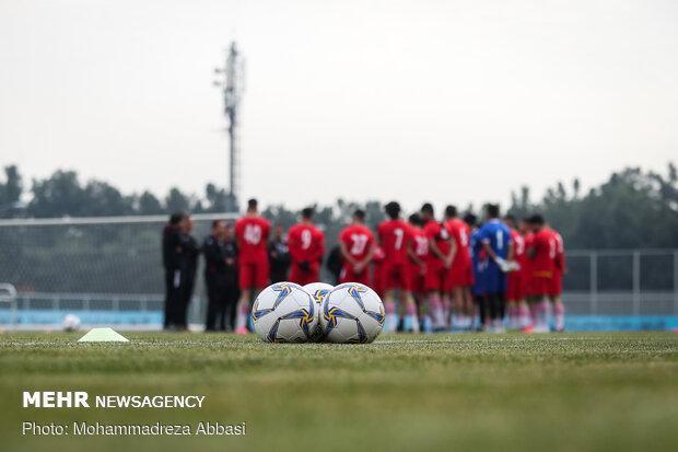 تیم فوتبال امید ایران با بازوبند سیاه به میدان می رود